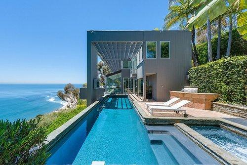 A view of the dramatic swimming pool overlooking the Pacific Ocean.  Source: PartnersTrust