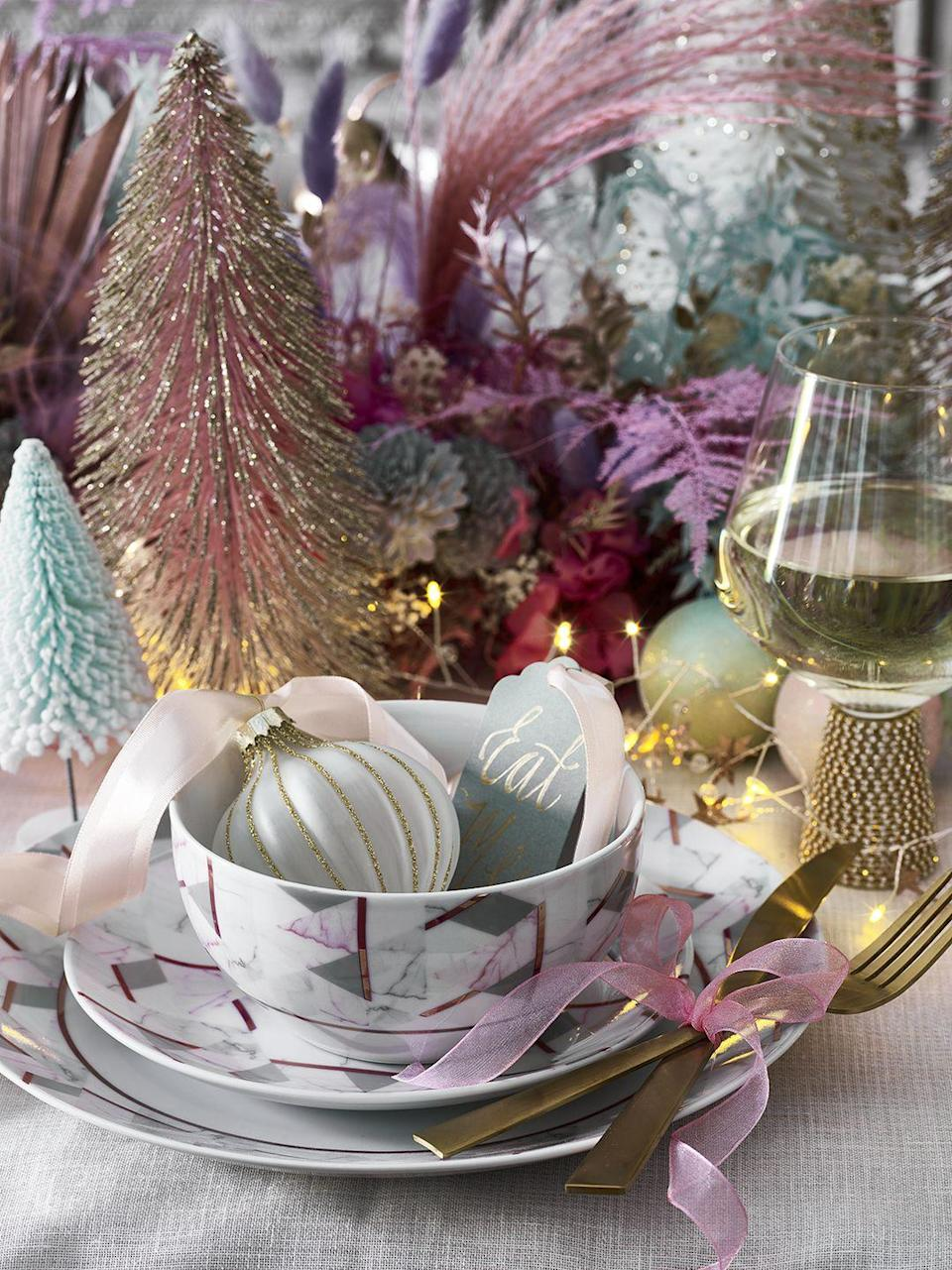 <p>Dazzle your dinner guests with gorgeous marble plates, miniature frosted trees, and fanciful baubles decorated in white and gold from George Home's Christmas range. </p>