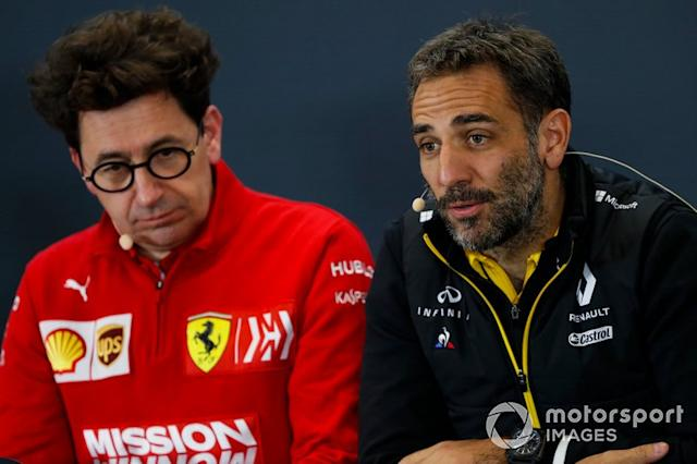 "Cyril Abiteboul, Managing Director, Renault F1 Team, e Mattia Binotto, Team Principal Ferrari <span class=""copyright"">Zak Mauger / Motorsport Images</span>"