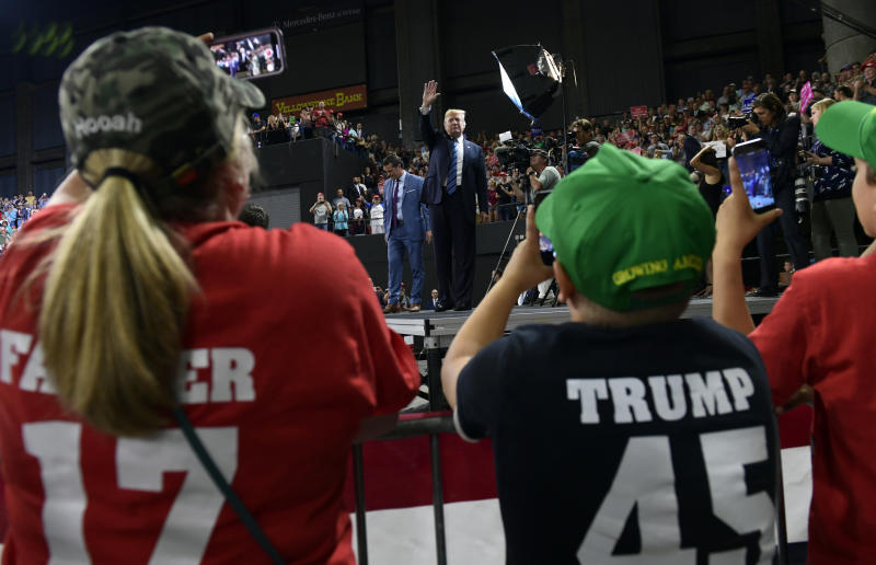 #PlaidShirtGuy at President Trump's rally in Billings goes viral
