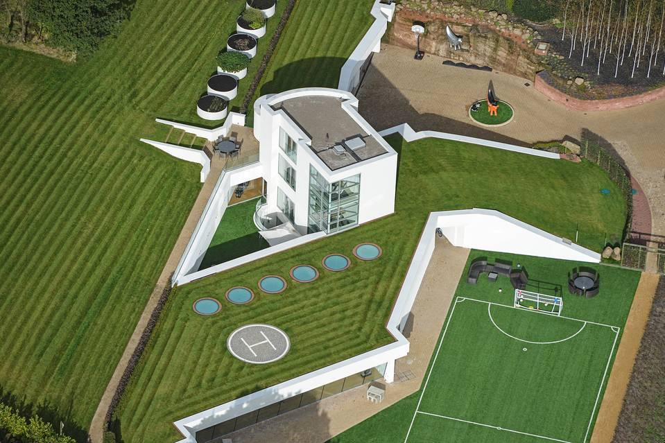 <p>A real estate developer and rugby team owner in Helsby, England, has carved out quite the country manor for himself, with three of its four modern stories underground.</p>