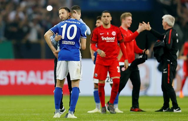 Soccer Football - DFB Cup - Schalke 04 vs Eintracht Frankfurt - Veltins-Arena, Gelsenkirchen, Germany - April 18, 2018 Schalke coach Domenico Tedesco and Nabil Bentaleb look dejected after the match REUTERS/Leon Kuegeler DFB RULES PROHIBIT USE IN MMS SERVICES VIA HANDHELD DEVICES UNTIL TWO HOURS AFTER A MATCH AND ANY USAGE ON INTERNET OR ONLINE MEDIA SIMULATING VIDEO FOOTAGE DURING THE MATCH.