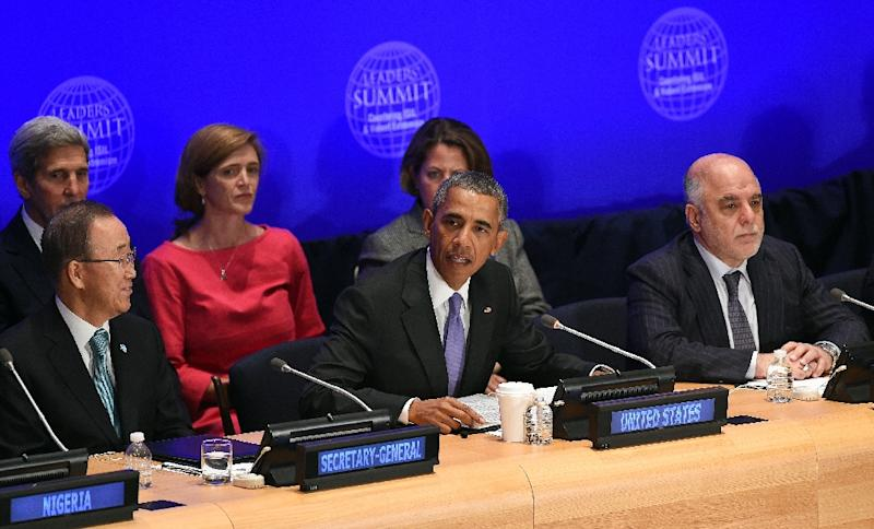 US President Barack Obama (C) speaks as Iraq's Prime Minister Haider al-Abadi (R) and United Nations Secretary General Ban Ki-moon (L) look on during the Leaders' Summit on Countering ISIL at the United Nations on September 29, 2015 (AFP Photo/Jewel Samad)