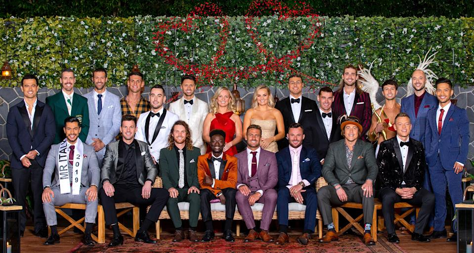 Bachelorettes Elly and Becky Miles with their 20 bachelors. Photo: Channel 10.