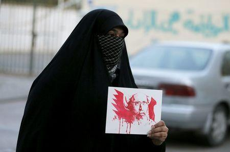 A protester holds an image depicting Saudi Shi'ite cleric Nimr al-Nimr as she protests against his execution by Saudi authorities, in village of the Sanabis, west of Manama, Bahrain January 2, 2016. REUTERS/Hamad I Mohammed