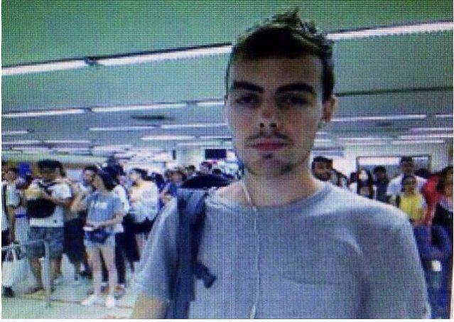 David James Roach allegedly made off with $30,000 from a StanChart branch on 7 July 2016. PHOTO: Nation TV