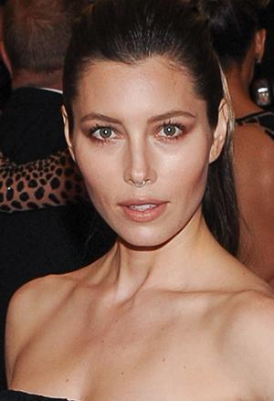 Jessica Biel Wears A Nose Ring To Met Gala And She S Not The