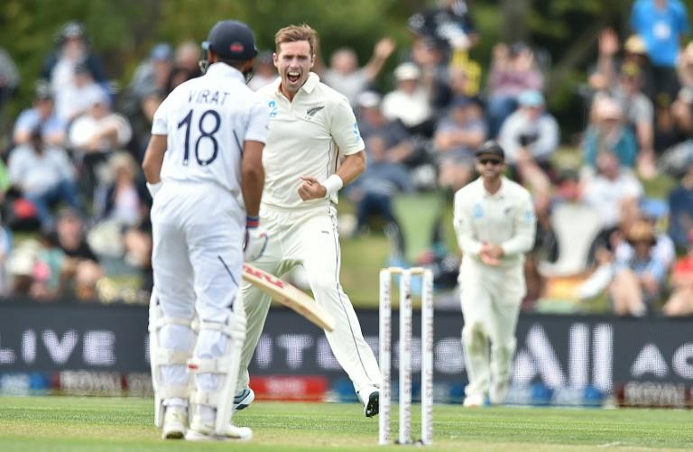 India captain Virat Kohli (L) is bowled LBW by New Zealand's Tim Southee (C) on day one of the second Test
