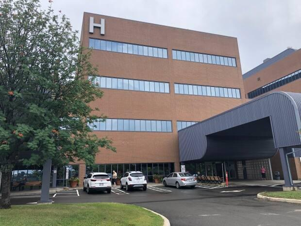 Vitalité Health Network says the Campbellton Regional Hospital intensive care unit is up and running again. (Serge Bouchard/Radio-Canada - image credit)