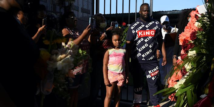 "People visit the gravesite of George Floyd, whose death in Minneapolis police custody has sparked nationwide protests against racial inequality, in Pearland, Texas, U.S., June 9, 2020. <p class=""copyright"">REUTERS/Callaghan O'Hare</p>"