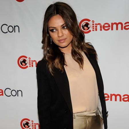 Kunis and Kutcher passionate at premiere