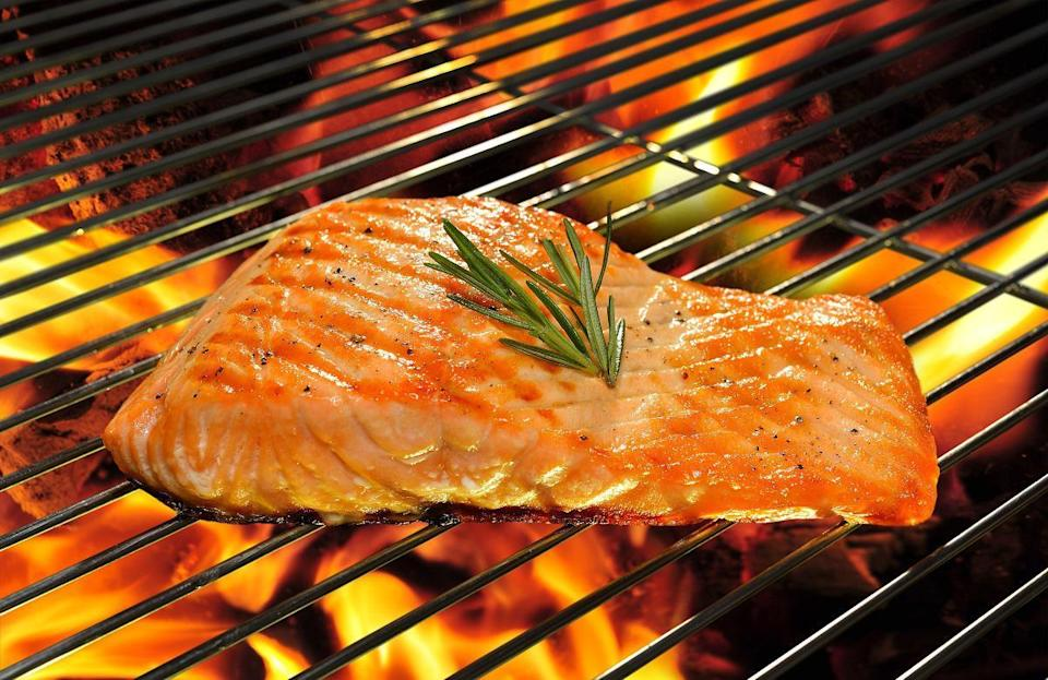 "<p>When it comes to grilling salmon, you should grill the fish skin side up and only flip it about four minutes after placing it onto the grill. And while the residents of Vermont are likely searching how to grill salmon because it's delicious, did you know it <a href=""https://www.thedailymeal.com/healthy-eating/these-15-foods-may-prevent-alzheimer-s-0?referrer=yahoo&category=beauty_food&include_utm=1&utm_medium=referral&utm_source=yahoo&utm_campaign=feed"" rel=""nofollow noopener"" target=""_blank"" data-ylk=""slk:may help fight Alzheimer's"" class=""link rapid-noclick-resp"">may help fight Alzheimer's</a>?</p>"