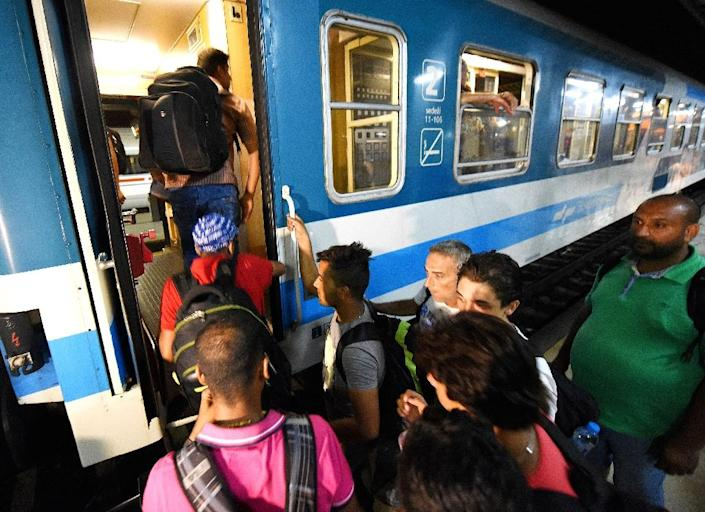 Migrants at Zagreb's main railway station board a train for Munich on September 17, 2015 (AFP Photo/)