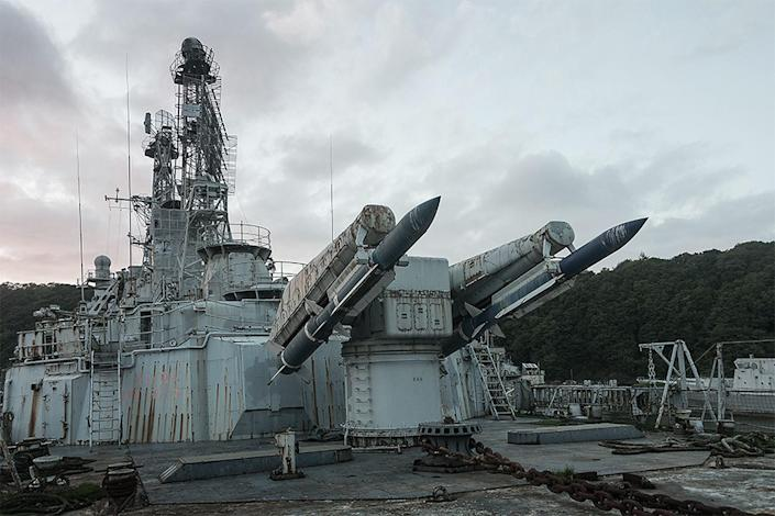 <p>Here is the French anti-air cruiser the Colbert, it has been awaiting to be scrapped since 2007 – before it was used in the Cold War and later was turned into a museum, where multiple replica rockets are stored and other memorabilia. (Photo: Bob Thissen/Caters News) </p>