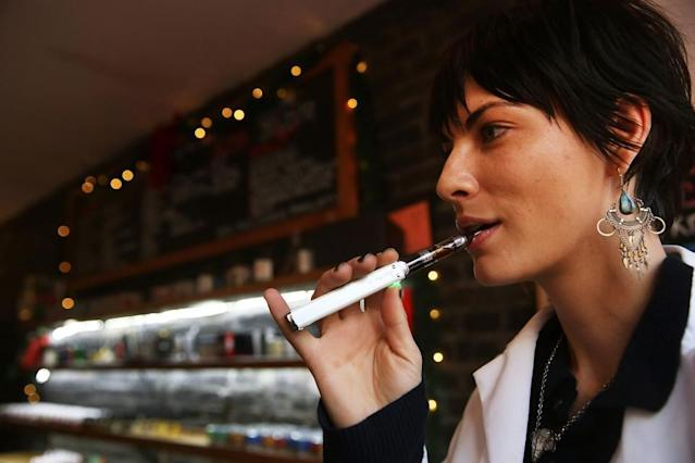 09_20_woman smoking e-cigarette_01