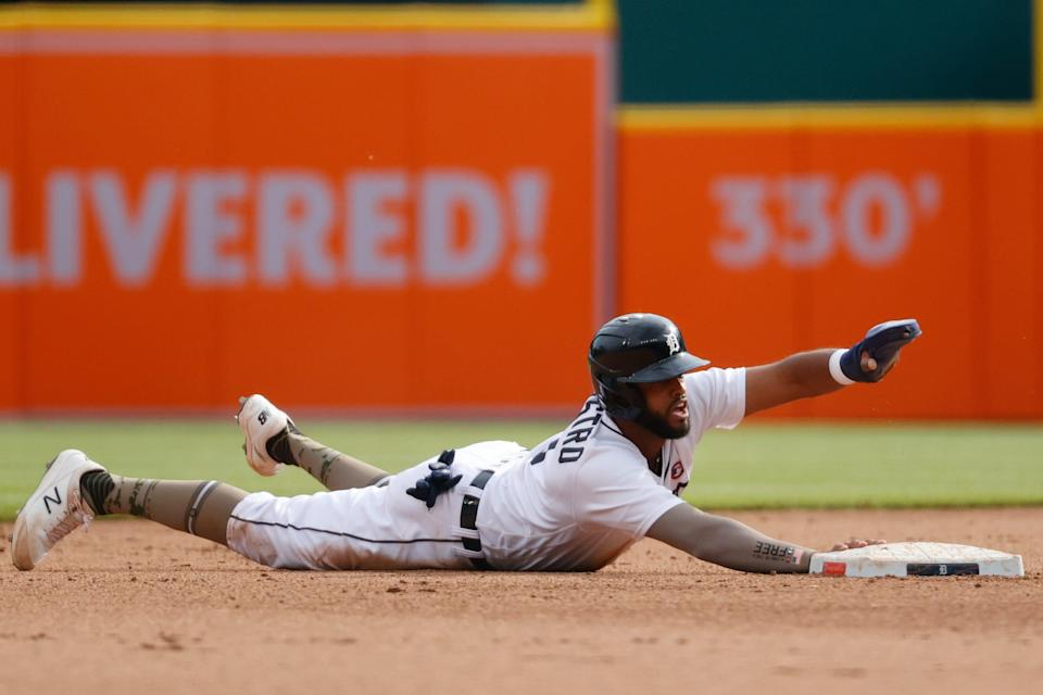 Detroit Tigers shortstop Willi Castro (9) steals second during the fourth inning against the Chicago Cubs at Comerica Park.
