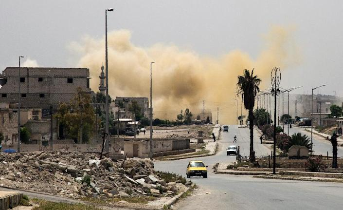 Smoke is seeing rising on a main road in the Salihin neighbourhood of Syria's northern city of Aleppo following a reported air strike on April 24, 2016 (AFP Photo/Karam al-Masri)