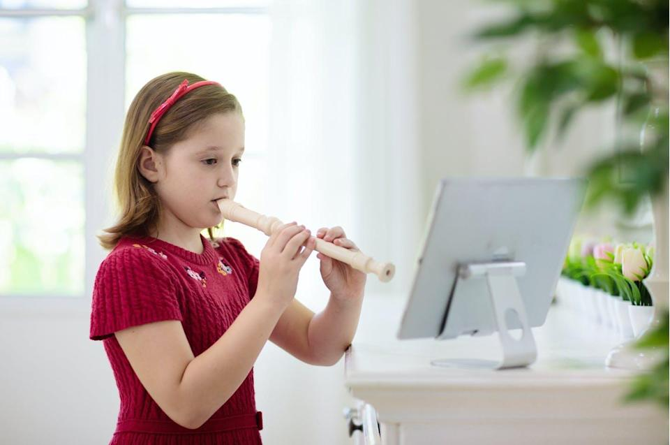 """<span class=""""attribution""""><a class=""""link rapid-noclick-resp"""" href=""""https://www.shutterstock.com/es/image-photo/child-playing-flute-remote-learning-home-1832744020"""" rel=""""nofollow noopener"""" target=""""_blank"""" data-ylk=""""slk:Shutterstock / FamVeld"""">Shutterstock / FamVeld</a></span>"""