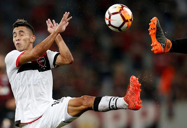 Soccer Football - Brazil's Atletico Paranaense v Argentina's Newell's Old Boys - Copa Sudamericana - Arena da Baixada Stadium, Curitiba, Brazil - April 12, 2018. Joaquin Torres of Newell's Old Boys in action. REUTERS/Rodolfo Buhrer TPX IMAGES OF THE DAY