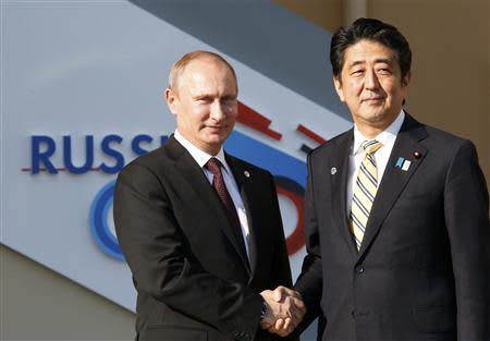 Russian President Vladimir Putin (L) welcomes Japan's Prime Minister Shinzo Abe before the first working session of the G20 Summit in Constantine Palace in Strelna near St. Petersburg, September 5, 2013. REUTERS/Grigory Dukor