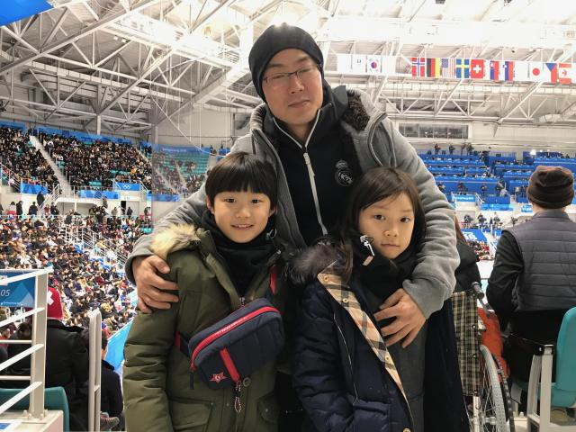 A father takes in South Korea vs. Switzerland with his two children.