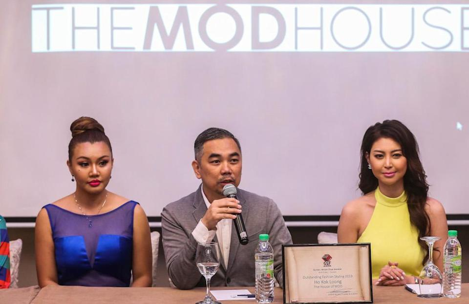 KL Ho (centre) speaks to the media at Sheraton Imperial in Kuala Lumpur. With him are models Geraldine S. Bigar (left) and Chilla Cha. — Picture by Firdaus Latif