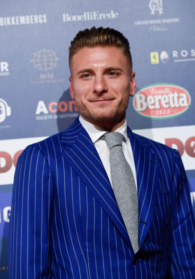 <p>Ciro Immobile sul red carpet (Photo by Miguel MEDINA / AFP) </p>