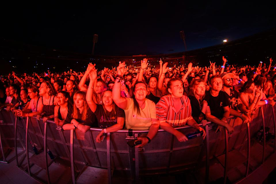 Fans in Wellington beim Konzert der Rockband Six60 im Sky Stadium am 13. Februar. (Photo by Mark Tantrum/Getty Images)