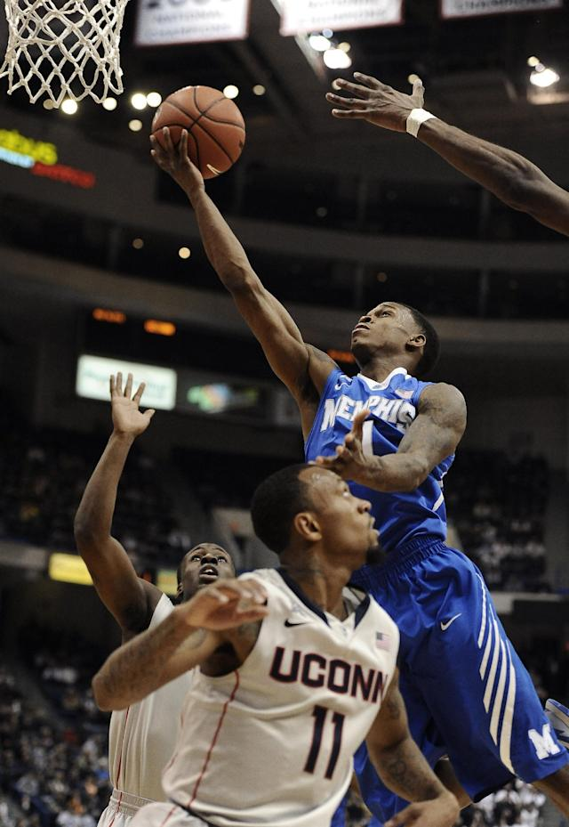Memphis' Joe Jackson, right, reaches up for a basket as Connecticut's Ryan Boatright, front, and Terrence Samuel, back left, defend, during the first half of an NCAA college basketball game, Saturday, Feb. 15, 2014, in Hartford, Conn. (AP Photo/Jessica Hill)
