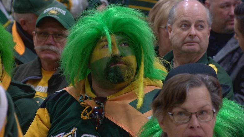 Edmonton Eskimos fans crash Commonwealth to join team in TV commercial