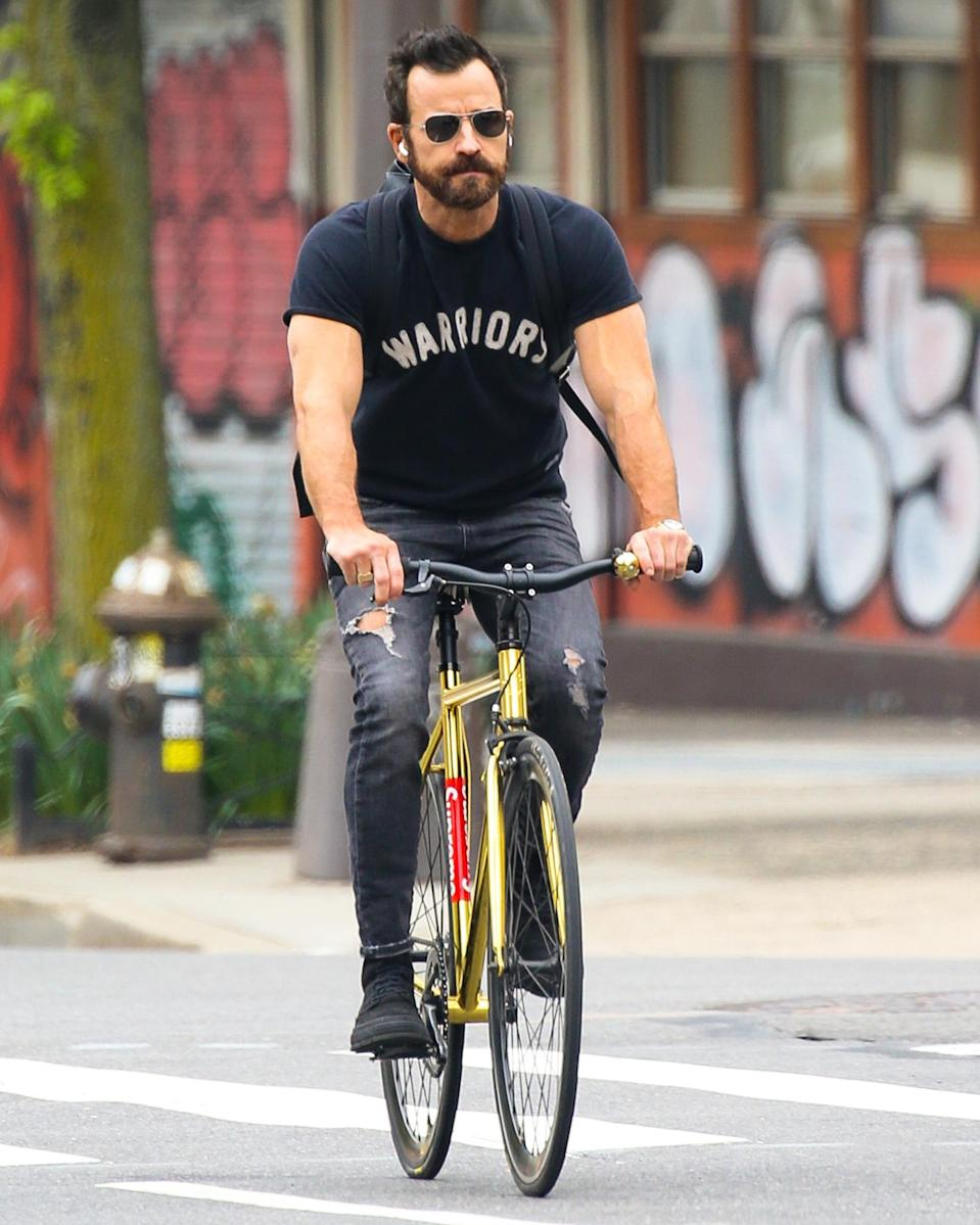 <p>Justin Theroux has a wheely good Friday out in New York City.</p>