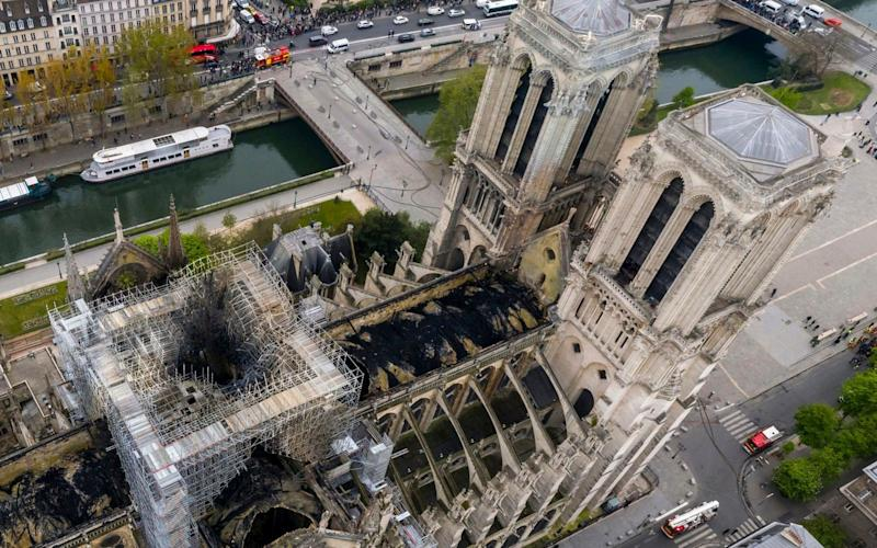 An aerial shot of the fire damage to Notre Dame cathedral in Paris - Gigarama.ru