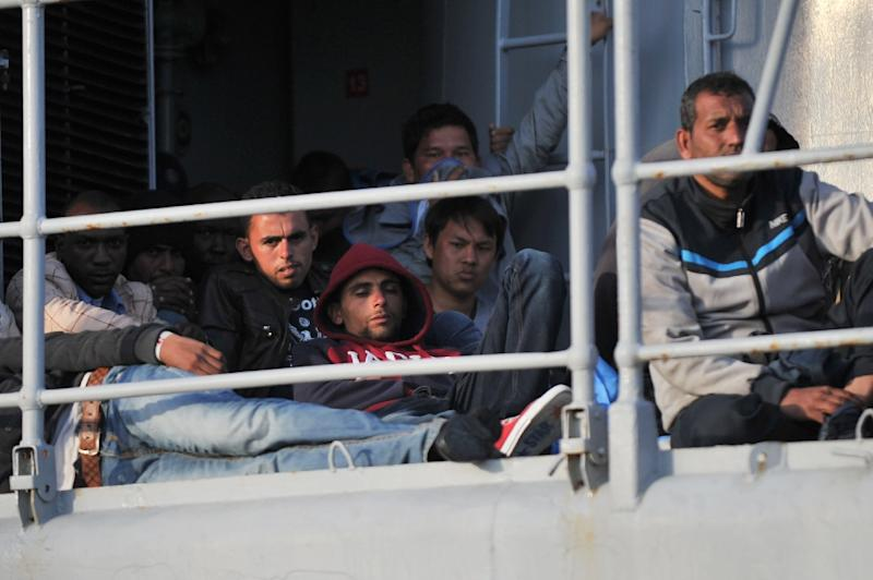 Migrants sit on the French military ship Commandant Birot arriving on May 3, 2015 in the port of Crotone, southern Italy, (AFP Photo/Alfonso Di Vincenzo)