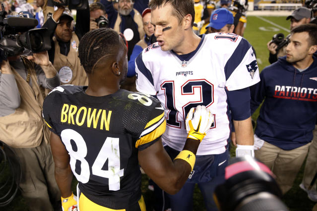 Tom Brady and Antonio Brown share a word after a 2016 game. (AP)