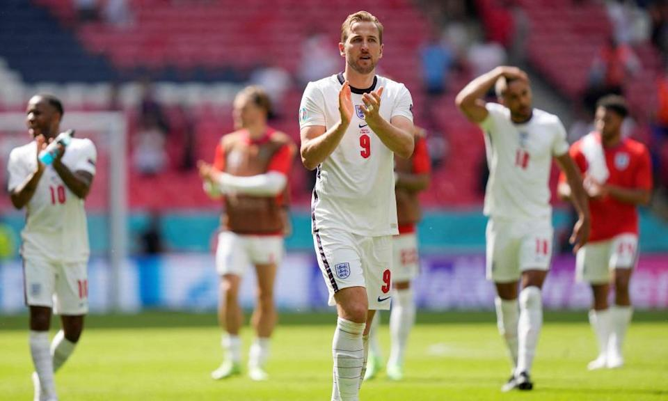 Harry Kane joins his teammates in applauding England fans at Wembley on Sunday after arguably his worst international outing.