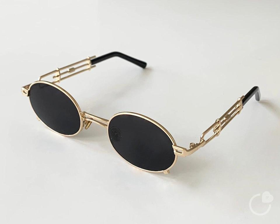 """<h2>Vintage Gold Frame Oval Sunglasses<br></h2><br>""""Make sure your BFF's eyes are protected with these super chic shades that will shield the sunlight,"""" Stardust says. """"After all, crabs only come out at night.""""<br><br><strong>JustPerfectCo</strong> Vintage Gold Frame Oval Sunglasses, $, available at <a href=""""https://go.skimresources.com/?id=30283X879131&url=https%3A%2F%2Fwww.etsy.com%2Flisting%2F777956276%2Fvintage-gold-frame-oval-sunglasses-black"""" rel=""""nofollow noopener"""" target=""""_blank"""" data-ylk=""""slk:Etsy"""" class=""""link rapid-noclick-resp"""">Etsy</a>"""