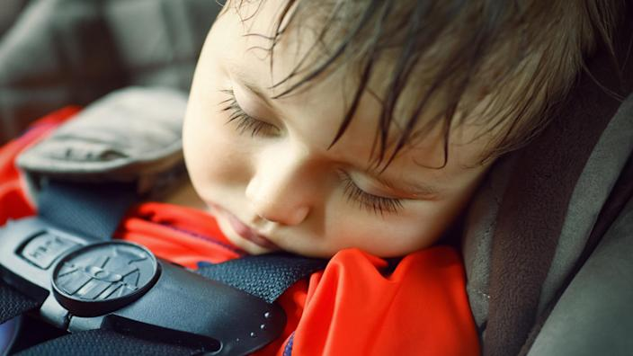 Toddler sleeping in a dangerously hot car (Anna.Kraynova / Shutterstock)