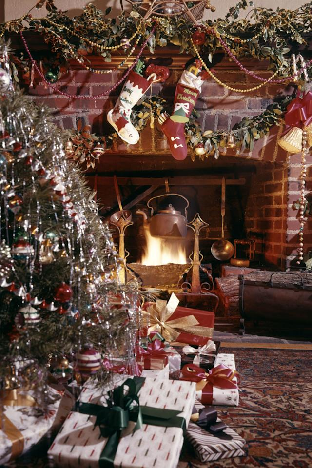 10 old fashioned christmas traditions we love for Top 10 christmas traditions in america