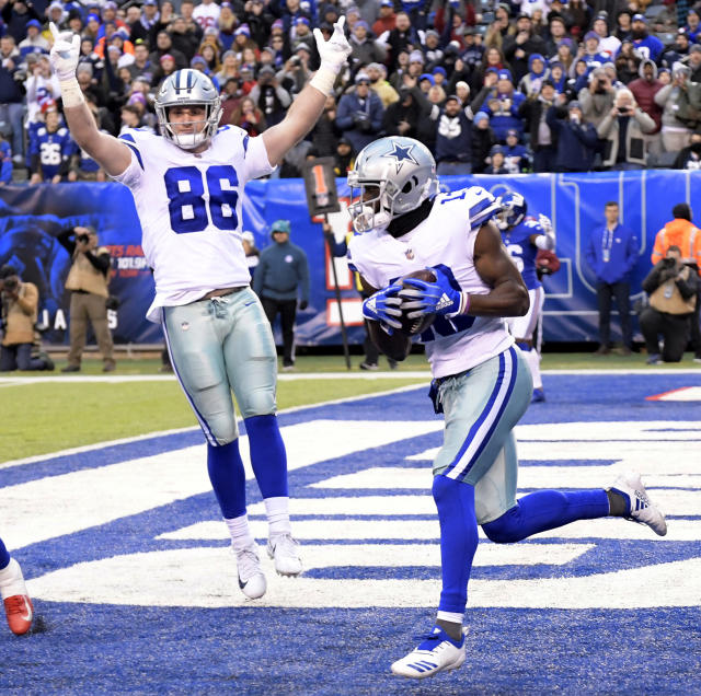 Dallas Cowboys' Michael Gallup, right, catches a two-point conversion during the second half of an NFL football game against the New York Giants, Sunday, Dec. 30, 2018, in East Rutherford, N.J. (AP Photo/Bill Kostroun)