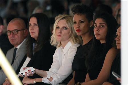Singer Alicia Keys (2nd R) watches a presentation of the Jason Wu Spring/Summer 2014 collection during New York Fashion Week September 6, 2013. REUTERS/Lucas Jackson