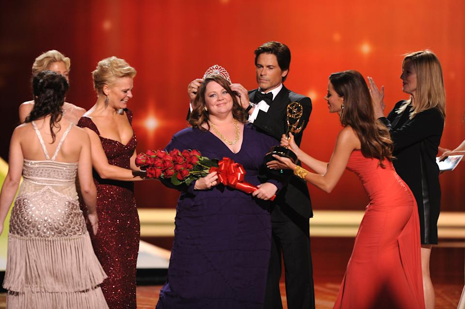 """LOS ANGELES, CA - SEPTEMBER 18: Melissa McCarthy (C) accepts the award for """"Outstanding Lead Actress in a Comedy Series"""" from (L-R) Martha Plimpton, Rob Lowe, Sofia Vergara and Laura Linney onstage at the Academy of Television Arts & Sciences 63rd Primetime Emmy Awards at Nokia Theatre L.A. Live on September 18, 2011 in Los Angeles, California. (Photo by Vince Bucci/Invision for the Academy of Television Arts & Sciences/AP Images)"""