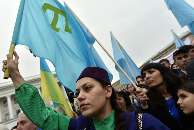 A woman holds a Crimean Tatar flag during a memorial ceremony on the Independence Square in Kiev on May 18, 2016, in commemoration of the 72nd anniversary of the deportation of the indigenous Tatar population of Crimea by the Soviet Union (AFP Photo/Genya Savilov)