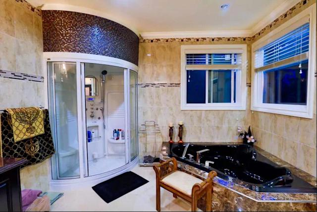 <p>The master bath has a soaking tub with jets as well as a large shower. (Airbnb) </p>