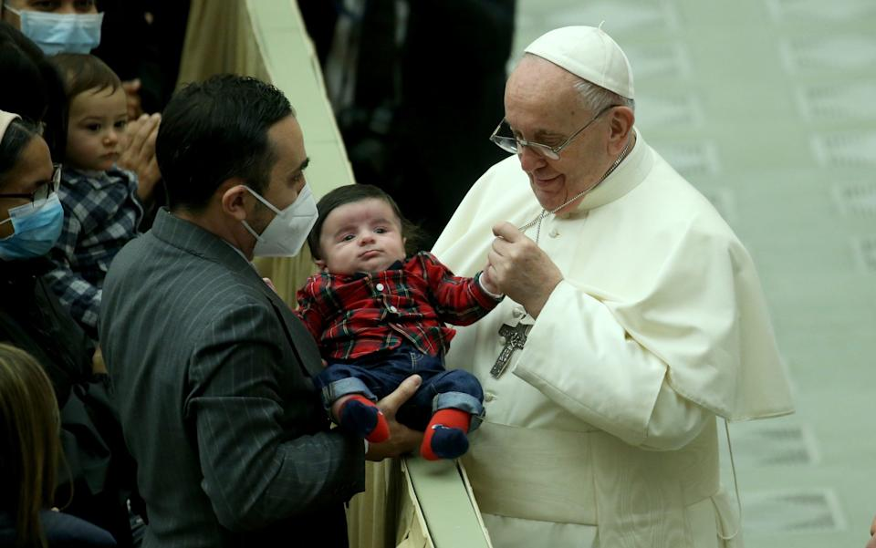 Pope Francis greets a child during an audience with Vatican employees for Christmas greetings at the Paul VI Hall - Franco Origlia / Getty