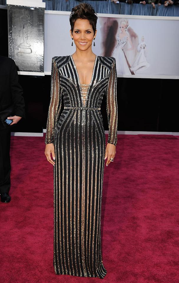 Halle Berry arrives at the Oscars held at Hollywood & Highland Center on February 24, 2013 in Hollywood, California.