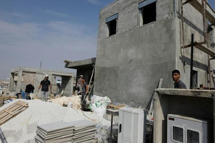 Workers construct a new house in the Beit Haarva settlement at the Jordan Valley near the Palestinian city of Jericho (AFP Photo/MENAHEM KAHANA)
