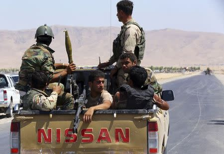 Kurdish peshmerga troops participate in an intensive security deployment against Islamic State militants in Makhmur, on the outskirts of the province of Nineveh August 7, 2014. REUTERS/Stringer