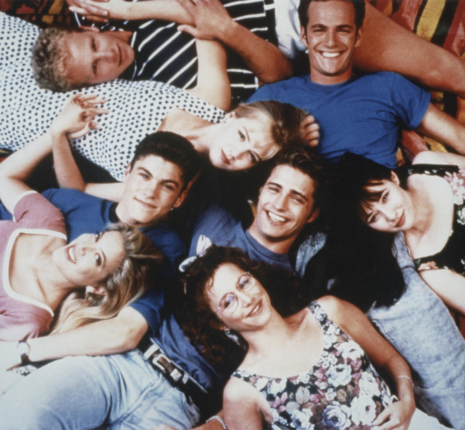 "L-R: Tori Spelling, Brian Austin Green, Ian Ziering, Jennie Garth, Jason Priestley, Gabrielle Carteris, Luke Perry, Shannen Doherty, as the cast of ""Beverly Hills, 90210."" (Photo: Mikel Roberts/Sygma via Getty Images)"