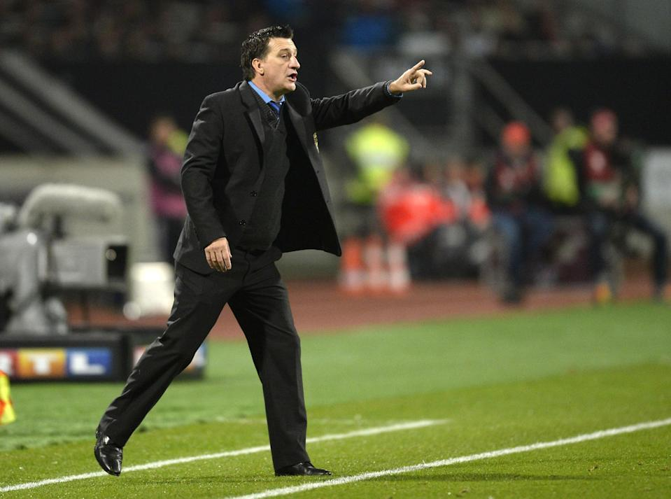Gibraltar's head coach Allen Bula shouts instructions from the sideline during his side's UEFA 2016 European Championship qualifying round Group D match against Germany in Nuremberg, on November 14, 2014 (AFP Photo/Christof Stache)