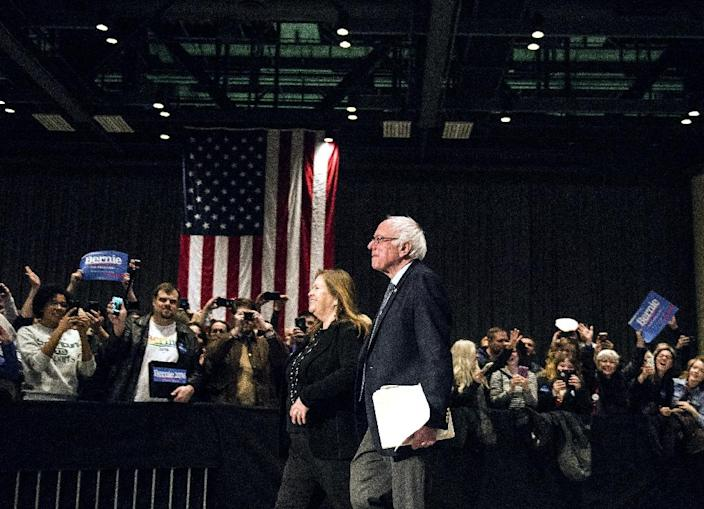 Democratic presidential candidate Bernie Sanders (R) and his wife Jane O'Meara Sanders enter a campaign rally at the Minneapolis Convention Center on February 29, 2016 in Minnesota (AFP Photo/Stephen Maturen)